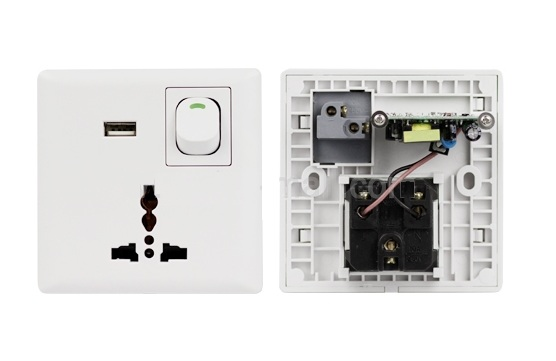 Universal Esatap Cable: Universal Wall Socket With USB Interface
